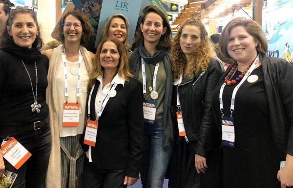 סיוון צרפתי, מנהלת התיירות של עמותת התיירות 'ארץ הגליל', עם נשות מיזם 'GoLadies'