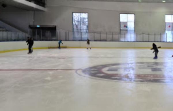 מרכז קנדה | החלקה על הקרח בגליל העליון