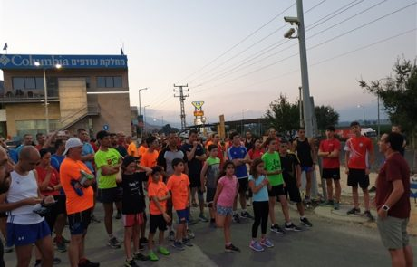משתתפים רבים במרוץ הלילה של אצבע הגליל